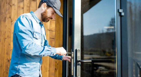 Commercial-locksmith-in-Cerritos